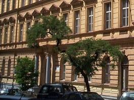 Střední průmyslová škola dopravní, budova v Moravské ulici na Vinohradech