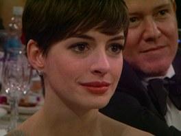 Anne Hathawayov� m�la p�i �e�i Jodie Fosterov� slzy na kraj��ku.