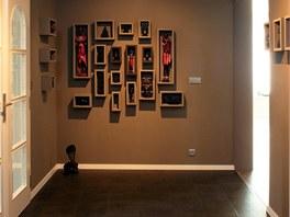 Pro suvenýry z cest vytvořila ve vstupních prostorách domu Kateřina Horská...