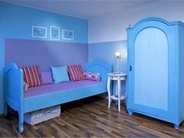 Část nábytku je dědictví po prababičce – postel, skříň, velká a malá truhla,