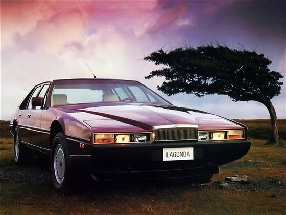 Rok 1976 přinesl hranatý model Lagonda, který moc příznivců nezískal. Stál...
