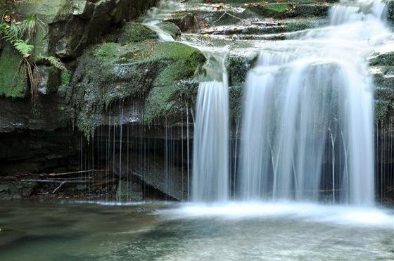 Satinské vodopády jsou jedním z mála známých míst, která se nacházejí přímo pod Lysou horou.