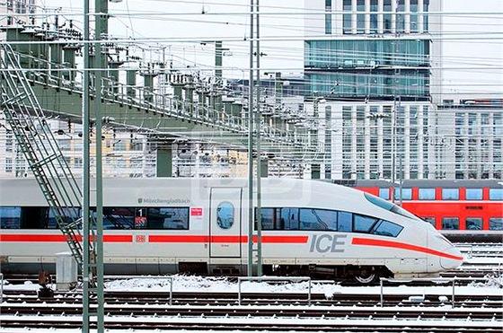 Intercity Expres třetí generace na nádraží vMnichově