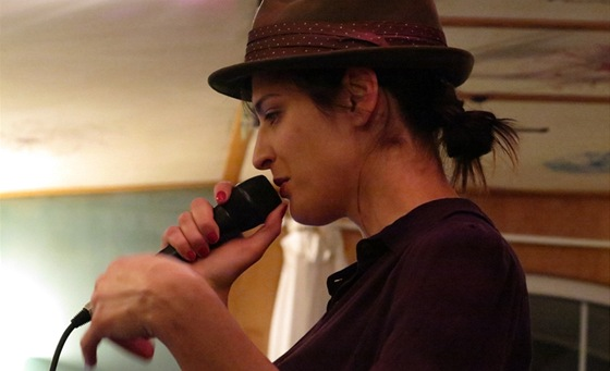 Jana Kirschner v nahrávacím studiu Sono