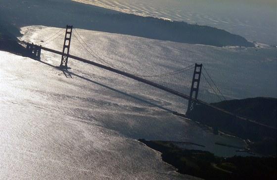 Golden Gate Bridge, součást pan-americké dálnice 101 i pobřežní silnice