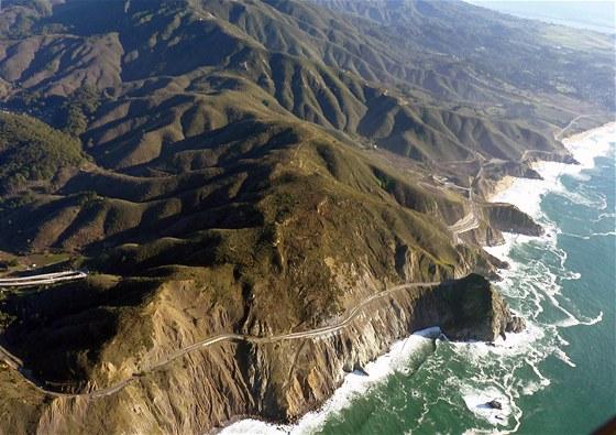 Začátek silnice California SR 1 považované za nejhezčí silnici USA. Výhledy na