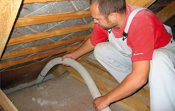 Pro vstup do st�e�n� konstrukce sta�� odtr�en� jednoho prkna a n�sledn� lze
