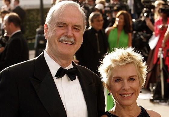 John Cleese a jeho třetí manželka Alyce Faye Eichelbergerová (25. února 2007)
