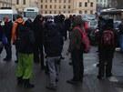 Na demonstraci před ministerstvem přišlo několik desítek lidí.