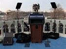Řečnický pultík připravený pro prezidenta Baracka Obamu s návody, kam se mají