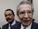 Někdejší diktátor Ríos Montt u guatemalského soudu (28. leden 2013)