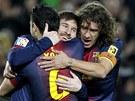 OSLAVA SE SPOLUHRÁČI. Lionel Messi se raduje ze své branky do sítě Osasuny s