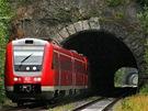 Rychlík Franken-Sachsen Express vyjíždí ztunelu u Veldenu směrem do Drážďan.