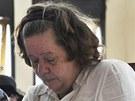 Lindsay Sandifordová poslouchá u indonéského soudu rozsudek za pašování drog.