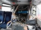 Zdemolovaný interiér jedné z vlakových souprav. (21. ledna 2013)