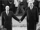 Francouzský prezident Francois Mitterrand (vlevo) a německý kancléř Helmut Kohl