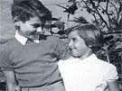 Mlad� Milo� Zeman s kamar�dkou a sousedkou Danielou z Kol�na