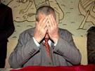 Karel Schwarzenberg při tiskové konferenci v sýkořické restauraci Hájenka. (25.
