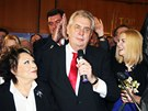 Miloš Zeman s Jiřinou Bohdalovou a dcerou Kateřinou oslavují vítězství v