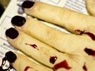 Detail useknuté ruky s dokonale vymodelovanými prsty