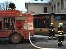 V černošickém hotelu Kazín začalo ve čtvrtek ráno hořet jeden z pokojů. Hasiči