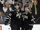 JE TAM GÓL.  Tomáš Vincour (vlevo) a Stephane Robidas slaví branku Dallasu.