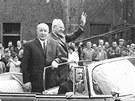 Prezident a prvn� tajemn�k �V KS� Gust�v Hus�k v Plzni v roce 1974. Na n�v�t�v�