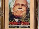 Zarámovanou koláž s portrétem Václava Klause mladí z Modré vystřihli z časopisu.