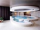 Hotelový bazén má průměr 11 metrů.