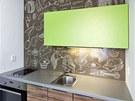 Vtipný motiv vytvořili designéři pro skleněný obklad v kuchyni díky nové technologii výroby.