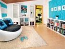 Velkorysé odpočinkové křesílko činí z ložnice místnost, kde lze snadno dobít