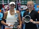 Kate�ina Siniakov� (vpravo) a Ana Konjuhov�, chorvatsk� v�t�zka juniorsk� dvouhry na Australian Open.