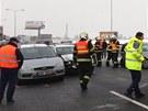 Na Pražském okruhu se srazila čtyři osobní auta (25. ledna 2013).