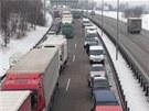 Na Pražském okruhu se srazila čtyři osobní auta (25. ledna 2013). Vytvořily se