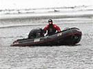 Potápěči hledají ve Slapské přehradě tělo hledaného podnikatele.