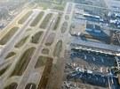 Letiště Los Angeles International (LAX) – dráhy a stojánky letadel. LAX je páté