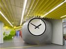 Neobvyklé objekty v kancelářských prostorách ale zároveň plní i určitou funkci.