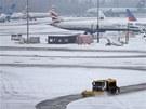 Sníh ochromil provoz i na některých britských letištích. Na snímku letiště v