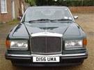 John Cleese prod�v� sv� auto Bentley Eight z roku 1987.