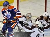 Ale� Hemsk� z Edmontonu p�ed brankou Colorada.
