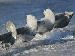 Na mnoha revírech se vrták na led půjčuje. Přesto se hodí mít vrták vlastní