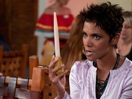 Halle Berry ve filmu Mládeži nepřístupno