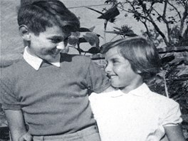 Mladý Miloš Zeman s kamarádkou a sousedkou Danielou z Kolína