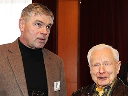 Jaroslav Palas (vlevo) a Miroslav Grégr ve volebním štábu Miloše Zemana (26.