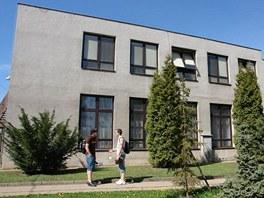 Střední průmyslová škola dopravní, budova v Plzeňské ulici v pražském Motole