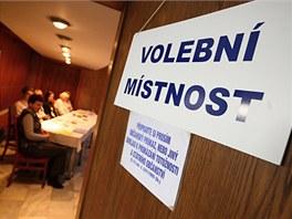 Volební místnost v Osvětimanech na Uherskohradišťsku.
