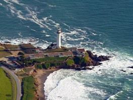Maják Pigeon Point postavený v roce 1872 je dosud funkční a je jedním z