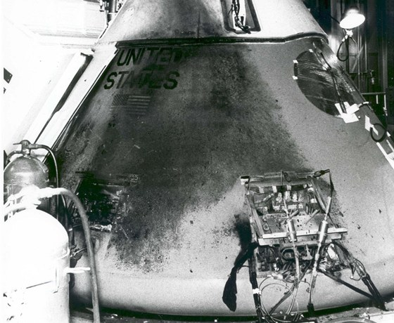 Po��rem zni�en� kabina Apollo AS-204