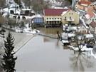 Tající sníh a déšt zdvihly též hladinu Lužnice v Bechyni (31. ledna 2013)