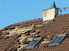 Vítr strhl střechu domu v královéhradecké čtvrti Kukleny (31. 1. 2013)